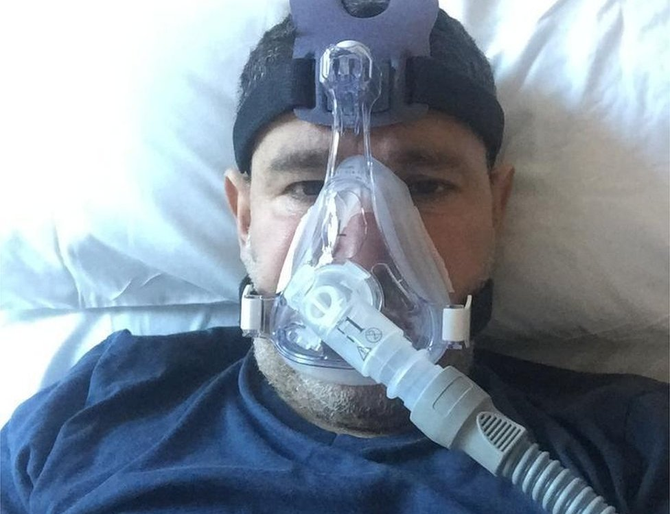 عبد الرحمن فاضل أثناء العلاج
