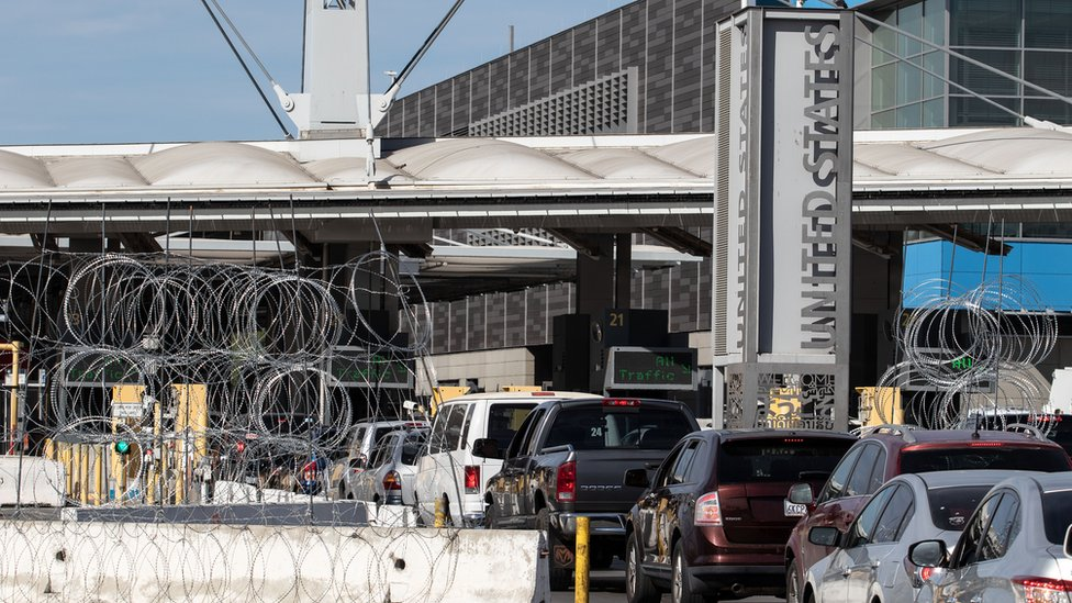 Cruce fronterizo entre Tijuana, México y San Diego, EE.UU.