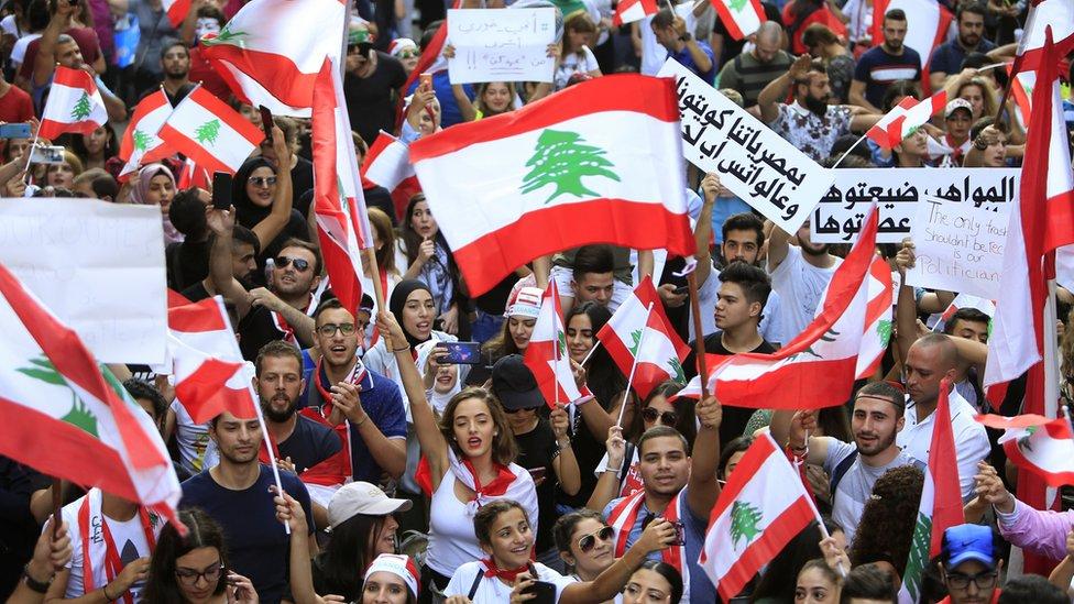 متظاهرون في بيروت