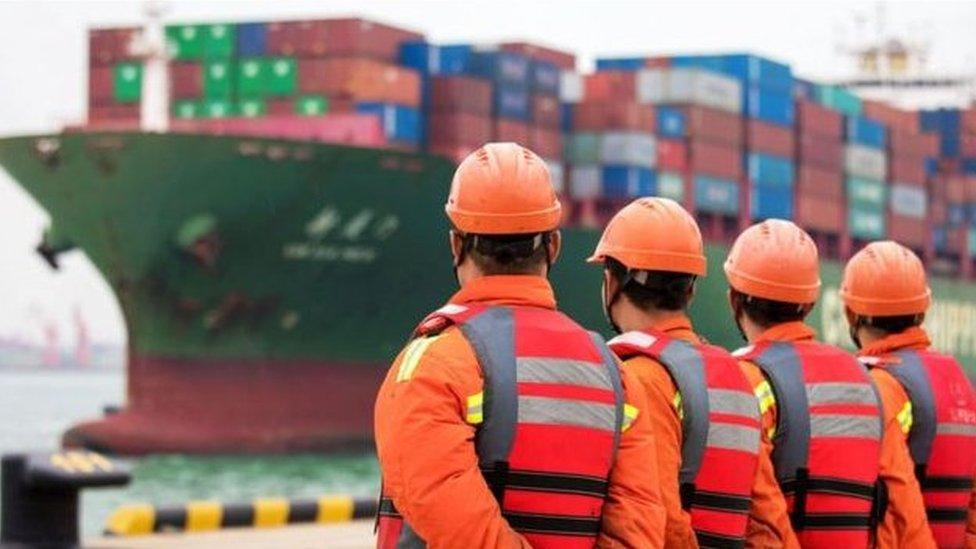 عمال شحن في الصين