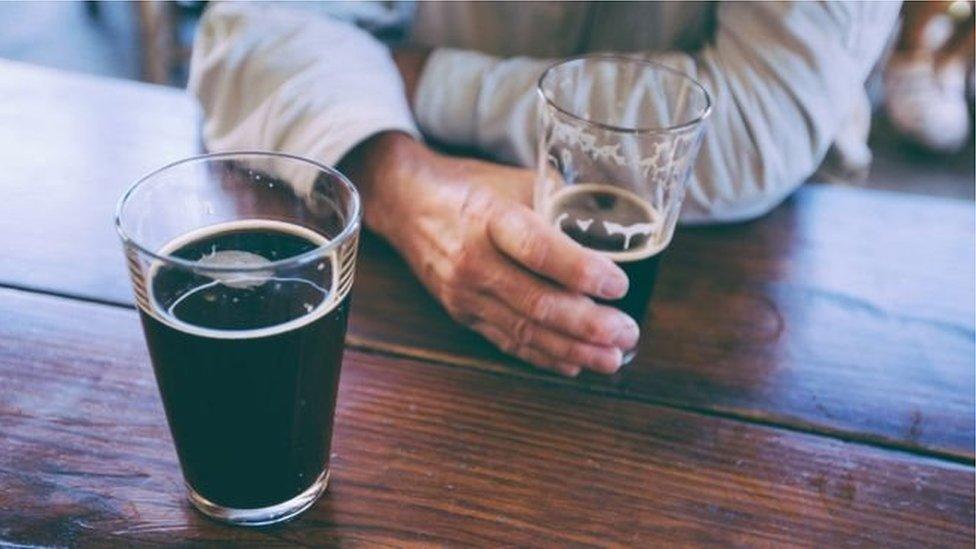 Холодний і темний клімат штовхає людей до пияцтва