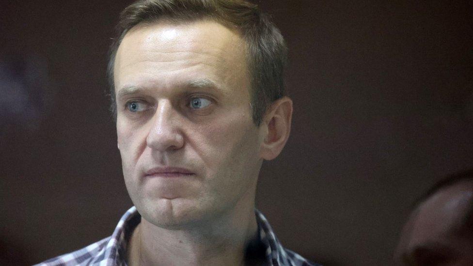 Навального переводят в тюремную больницу в другой колонии