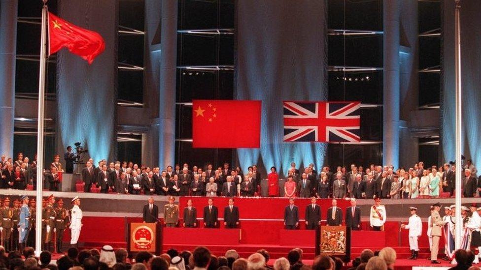 La ceremonia de traspaso de poder en 1997.