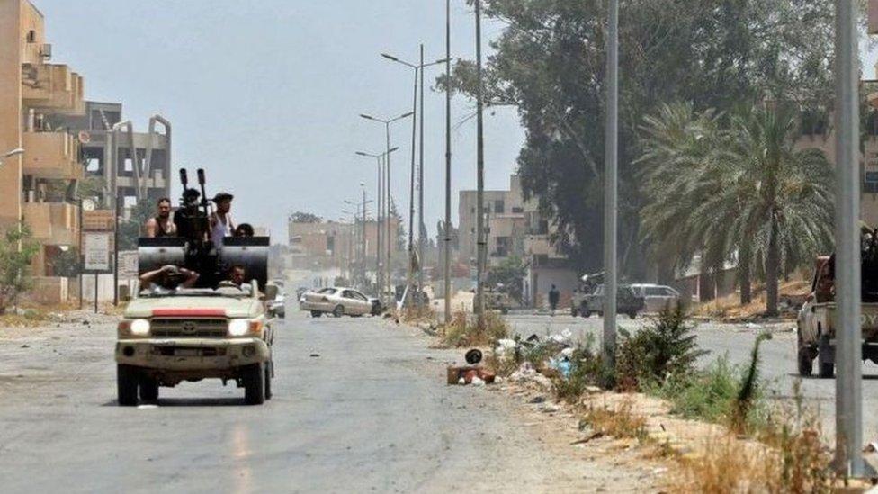 تعاني ليبيا من عنف يمزقها، اجتذب إليه جماعات قبلية مسلحة، وجهاديين، ومرتزقة منذ عام 2011