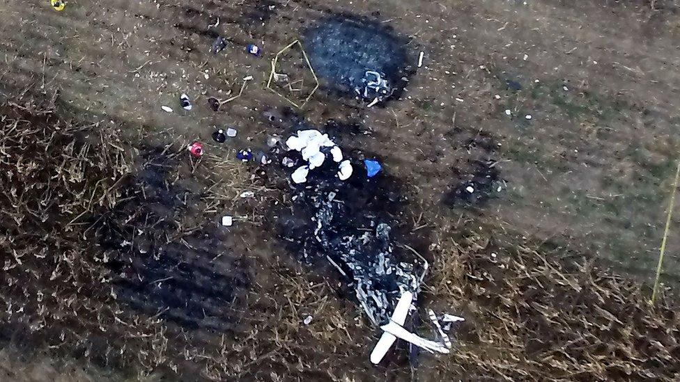 Vista aérea del lugar donde se estrelló el helicóptero que transportaba a la gobernadora de Puebla, México