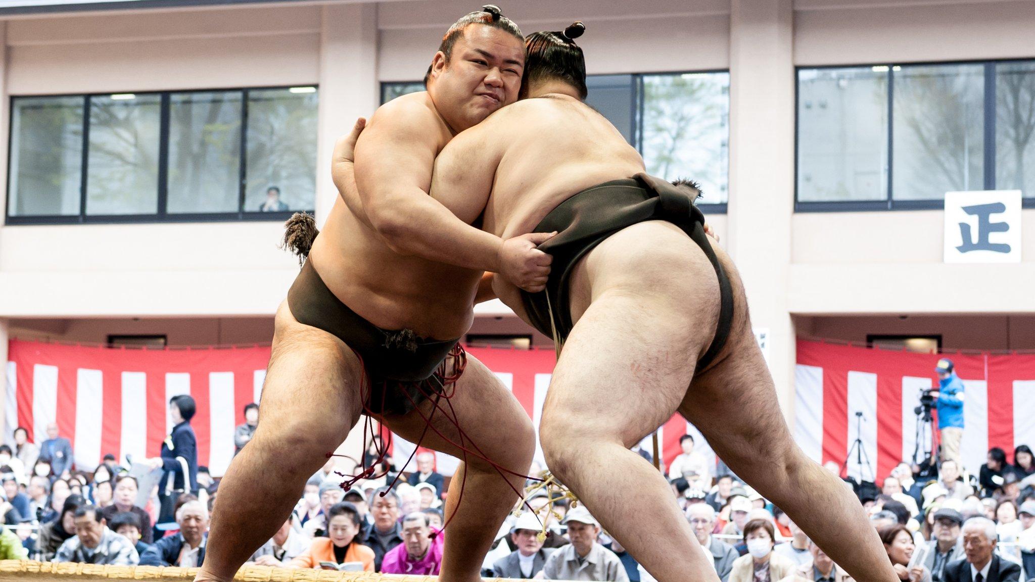 相撲 日本の伝統的スポーツで拡大する性差別問題 - BBCニュース