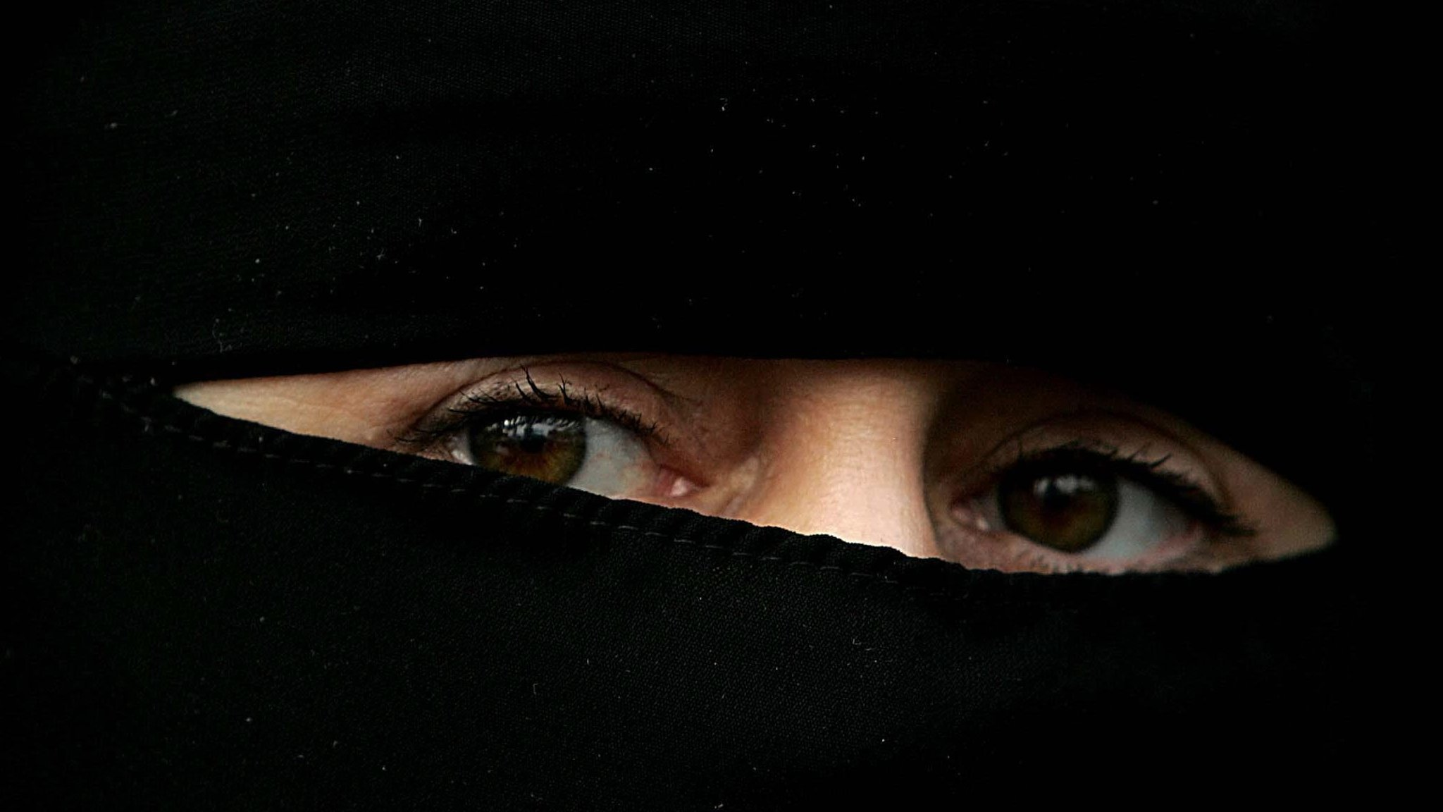 Burka comments 'racist' - Wales' first minister