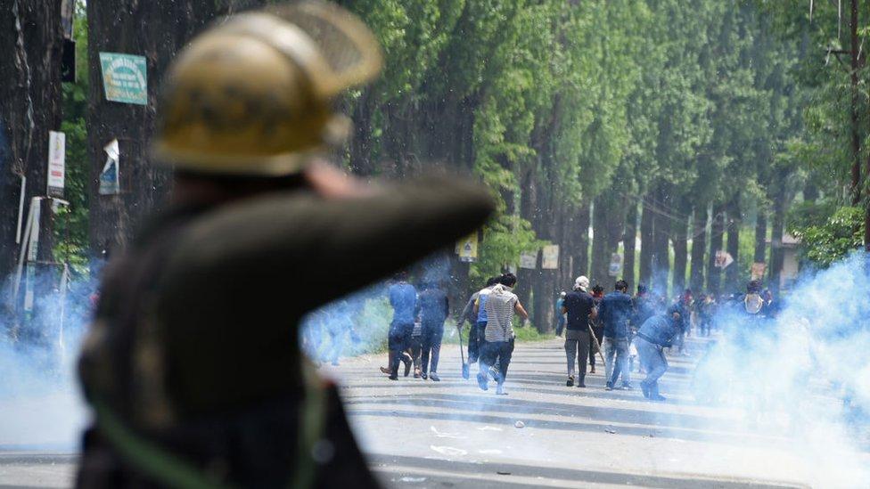 Protes di luar kota Srinagar pada tanggal 13 Mei 2019