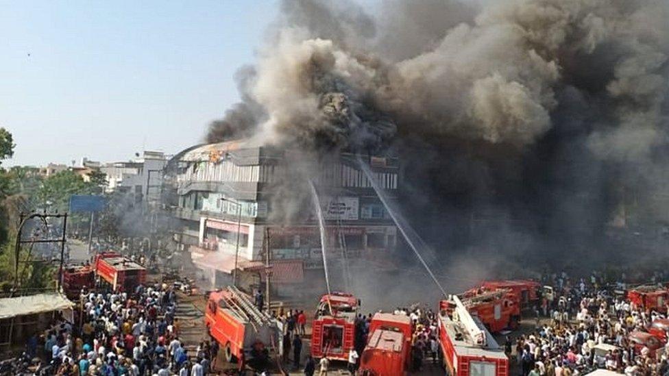 सूरत : इमारत में भीषण आग, 20 की मौत