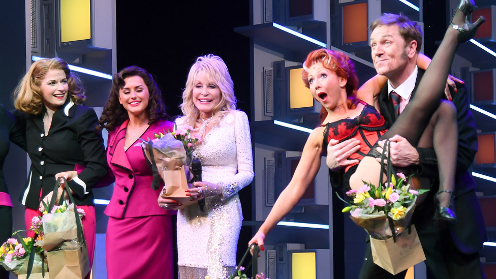 Brian Conley with Dolly Parton and the stars of Nine To Five