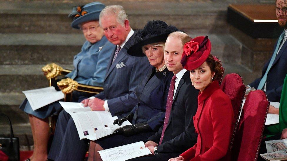 La reina Isabel, el príncipe Carlos, Camilla de Cornwall, el príncipe William y Kate Middleton