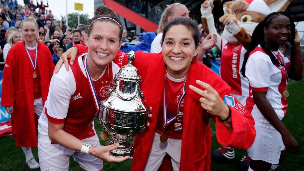 Merel Van Dongen (left) and Ana Romero