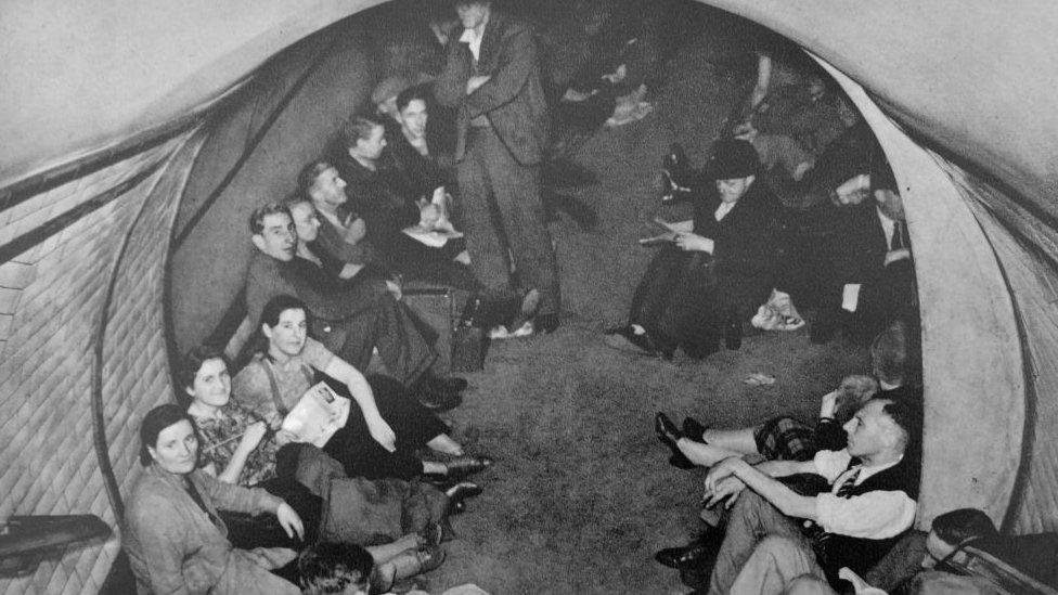 第二次世界大戰倫敦人在地鐵隧道中躲避