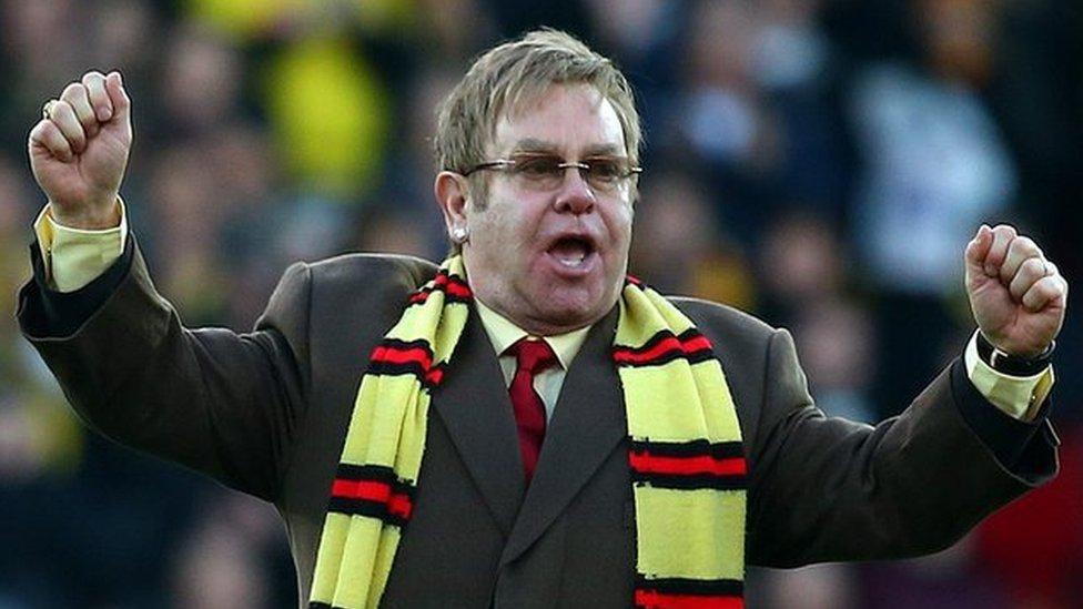 Mi fuodd Elton John yn dathlu llond trol o goliau Malcolm yn Watford