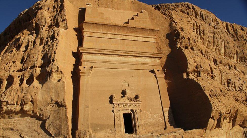 Земля вишуканої архітектури: вчені розкривають таємниці стародавньої цивілізації в Саудівській Аравії