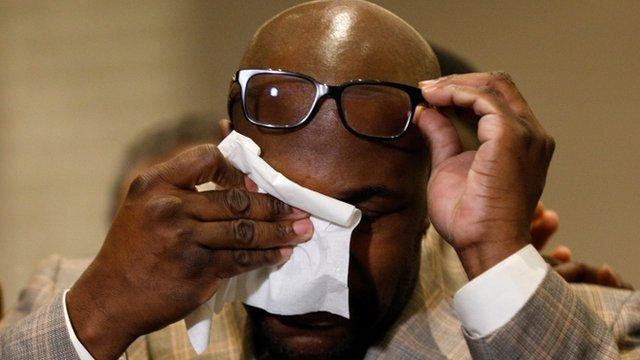 Philonise Floyd, hermano de George, llorando