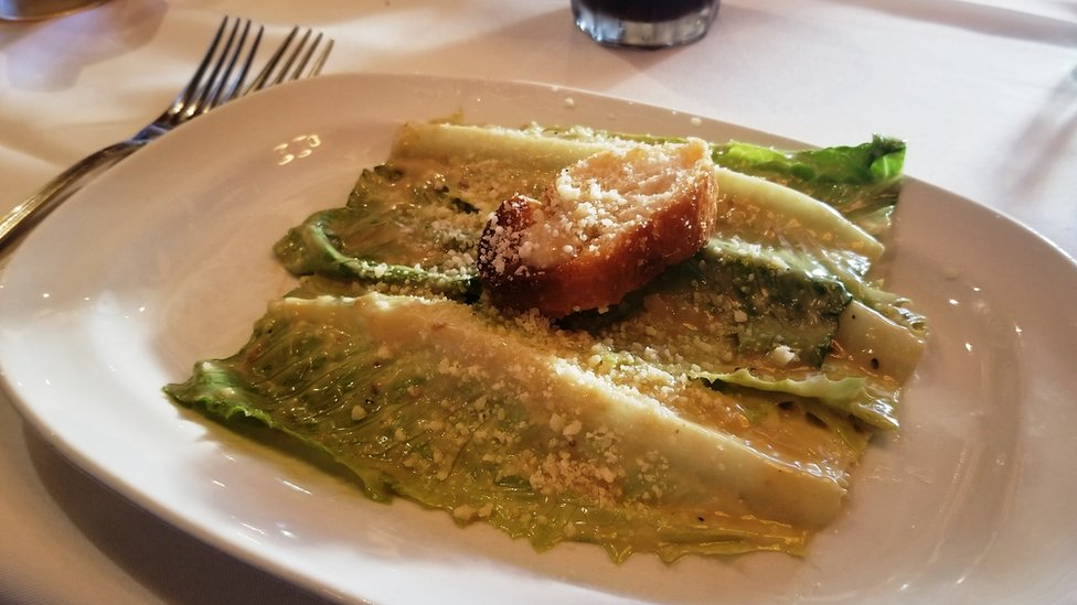 Un plato de ensalada César