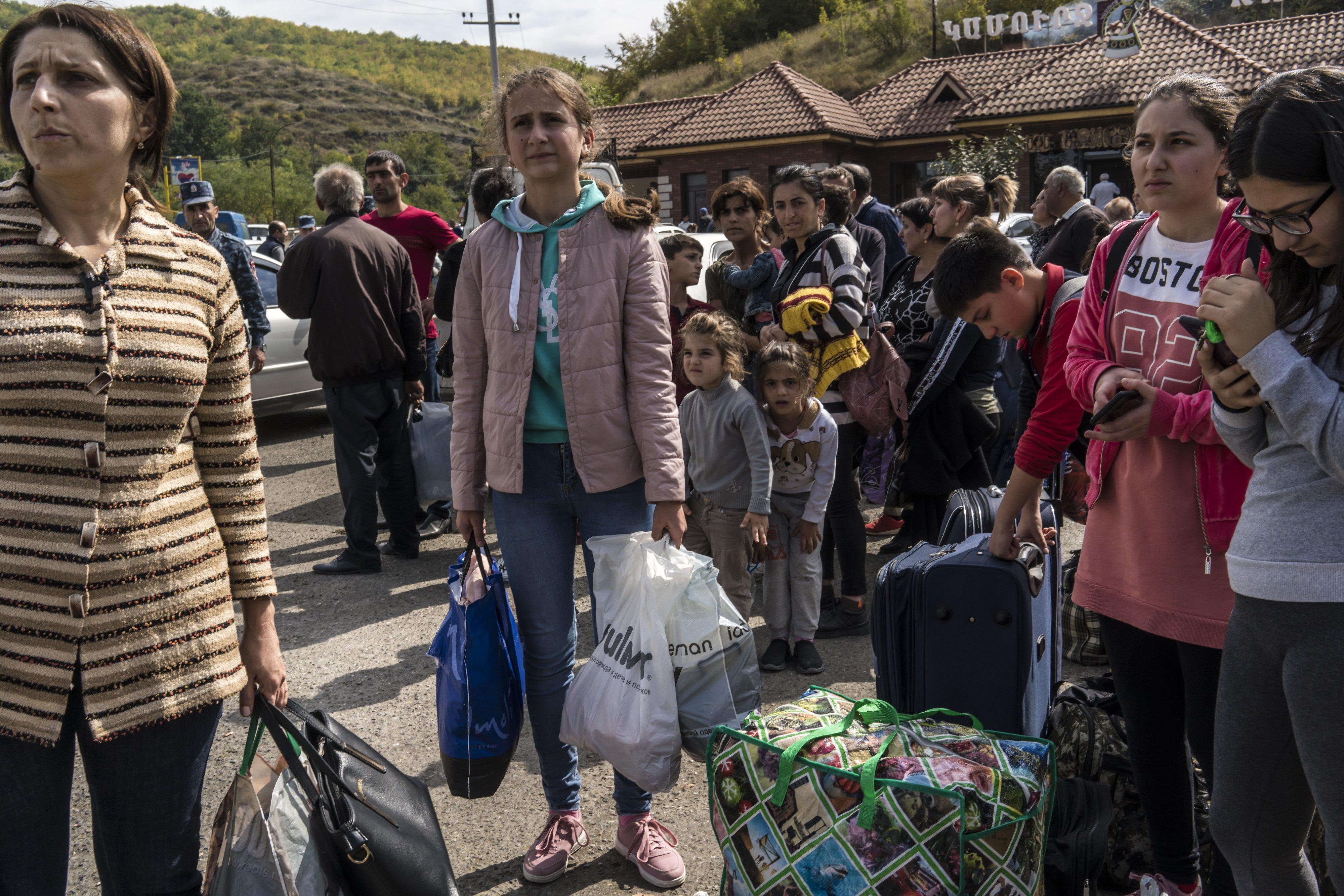 سكان من ناغورنو كراباخ يستعدون للنزوح فراراً من القتال