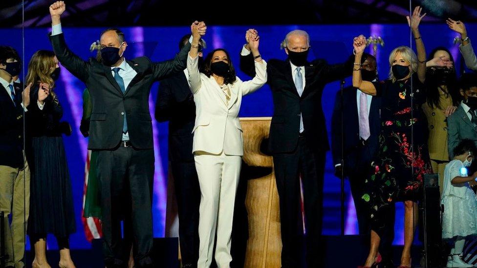Emhoff y Harris junto con Joe Biden y Jill Biden.
