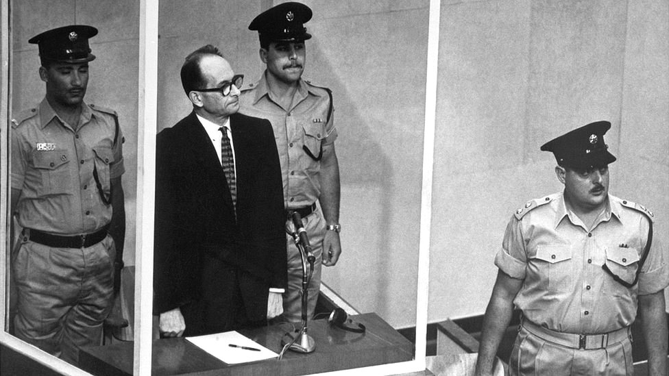 Adolf Eichman durante su juicio.