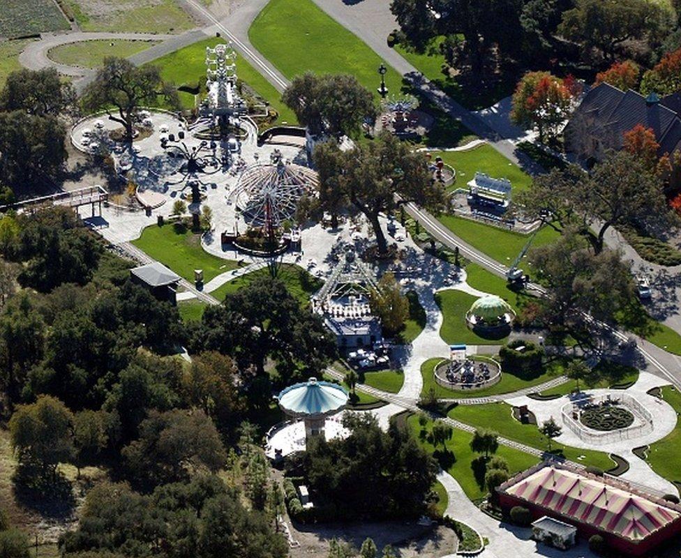 Çiftlikte bir hayvanat bahçesi ve lunapark da bulunuyordu.