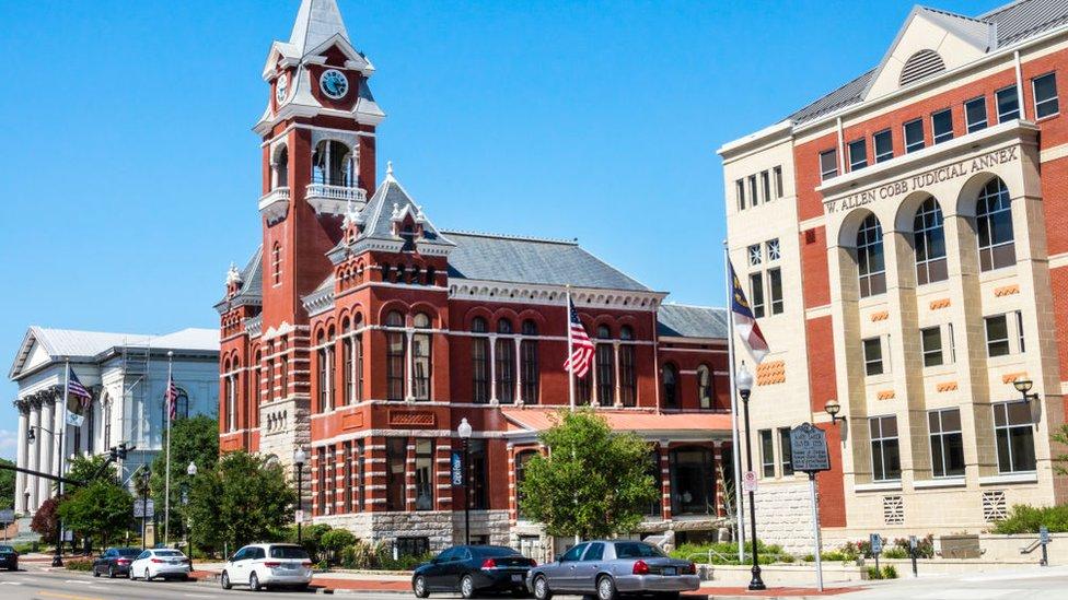 Thalian Hall y el palacio de justicia del condado en Wilmington, Carolina del Norte