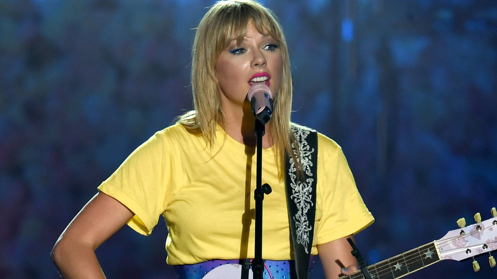 Taylor Swift V Scooter Braun Is It Personal Or Strictly Business Bbc News