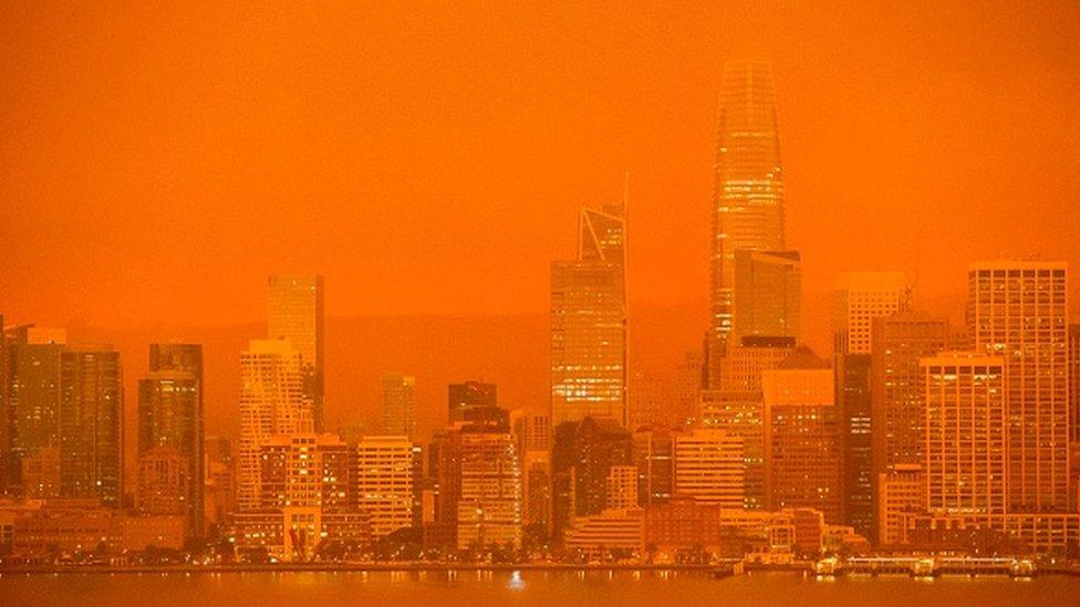 Kaliforniya'daki San Francisco şehri, yangınlardan gelen dumanlar sebebiyle turuncuya döndü