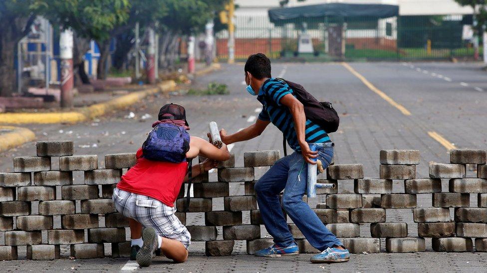 Bloqueo de una calle en Managua