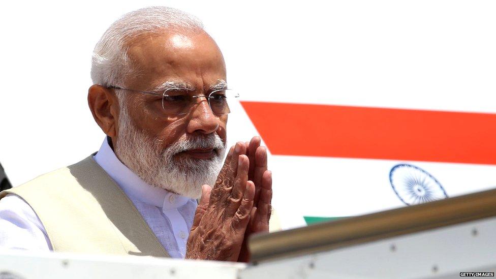 प्रधानमंत्री मोदी के विमान पर पाकिस्तान कितना सही, कितना ग़लत?