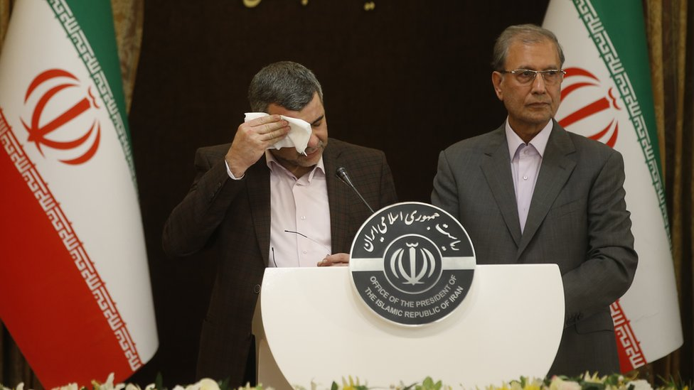 Iranian deputy health minister (left) mops his brow (24/02/20)