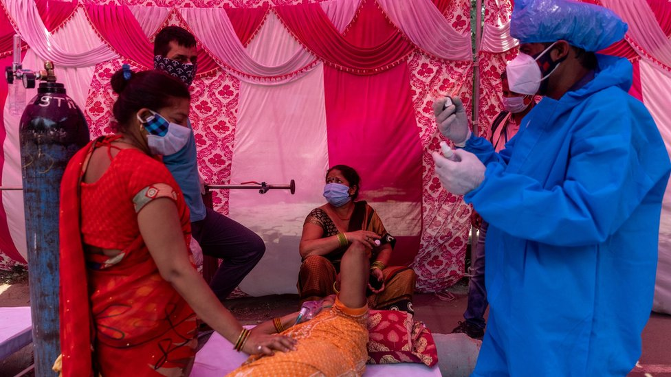 Indiю nakrыla katastrofičeskaя volna pandemii