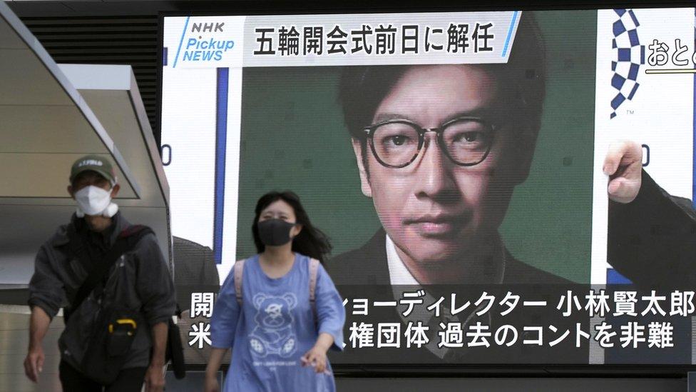 La noticia de la destitución de Kentaro Kobayashi se dio a conocer por todo Japón en pantallas gigantes