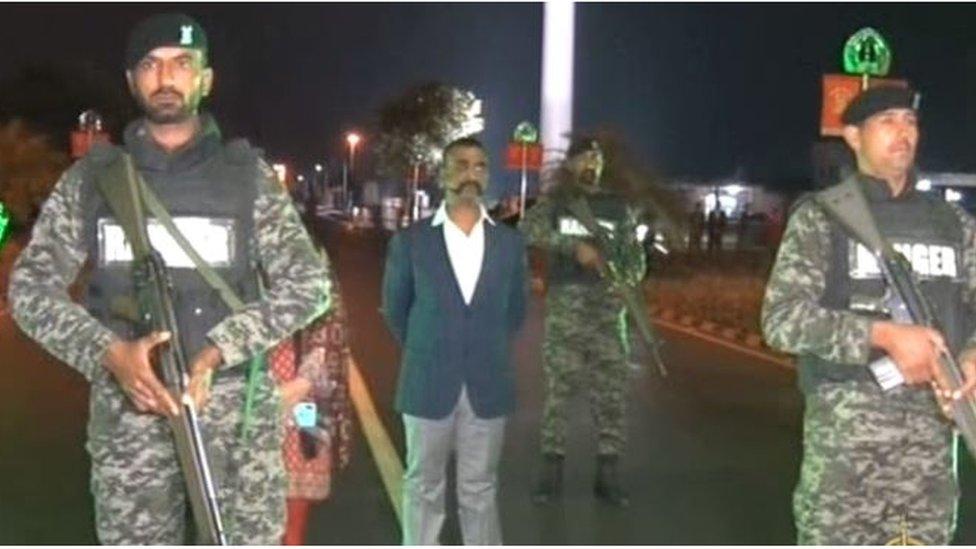#Abhinandan: विंग कमांडर अभिनंदन भारत लौटे, वाघा सीमा पर पाकिस्तान ने सौंपा