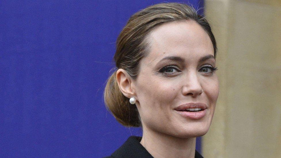 """فيلم """" أرض الدم والعسل"""" أول محاولة إخراجية للممثلة أنجلينا جولي"""
