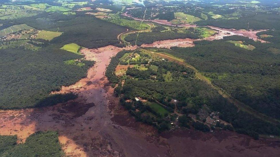 Imágen aérea de la rotura de la presa