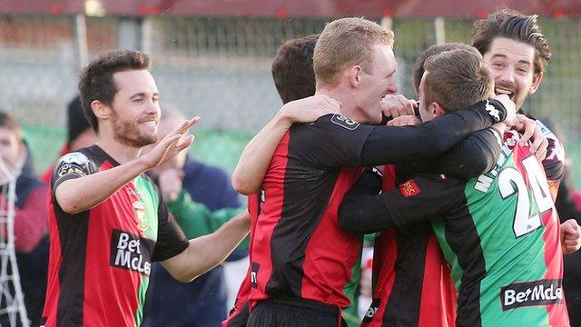 Glentoran players celebrate victory over Warrenpoint