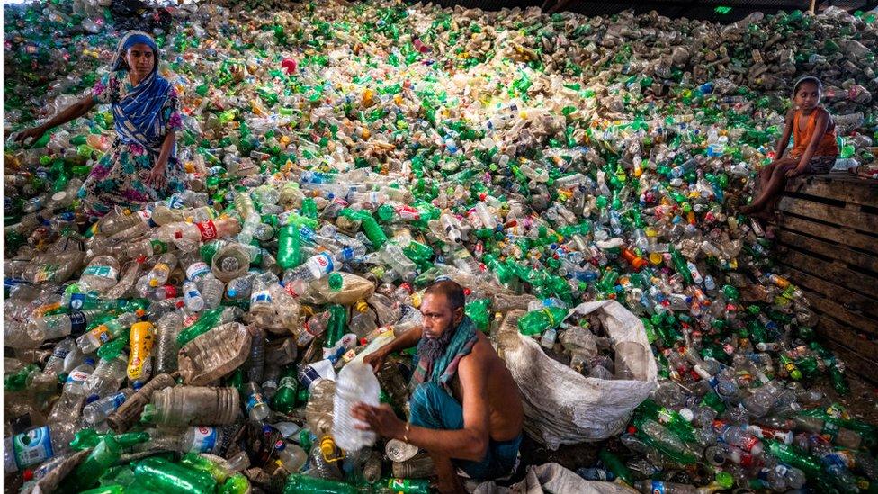 تصعب معالجة وإعادة تدوير البلاستيك من نوع بي إي تي.