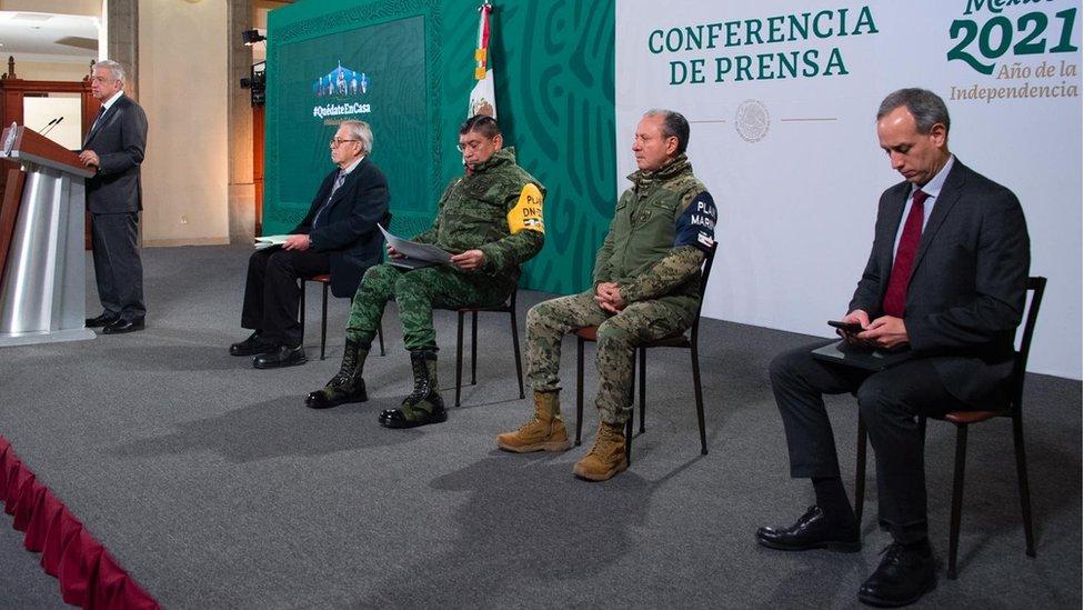 López Obrador y miembros de su gabinete