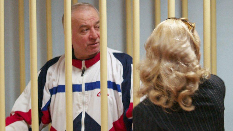 Sergei Skripal habla con su abogada desde una celda en agosto de 2006. (Foto: Corte Militar Distrital de Moscú/ TASS)