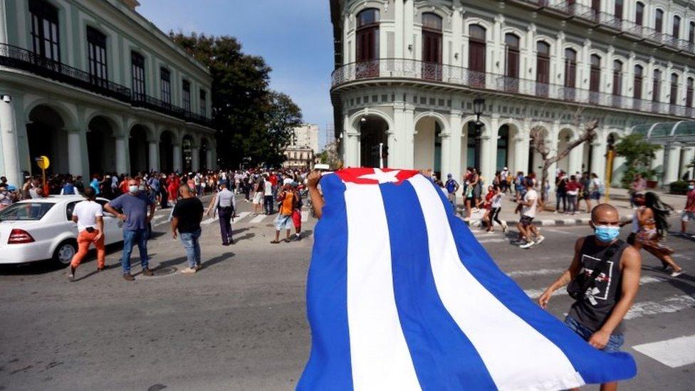 Manifestación a favor del gobierno en La Habana.