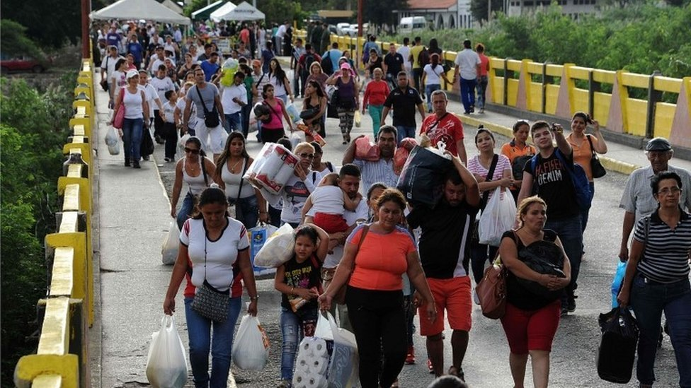 Venezuelans at the bridge from Cucuta in Colombia returning to San Antonio de Tachira in Venezuela, on July 10, 2016.