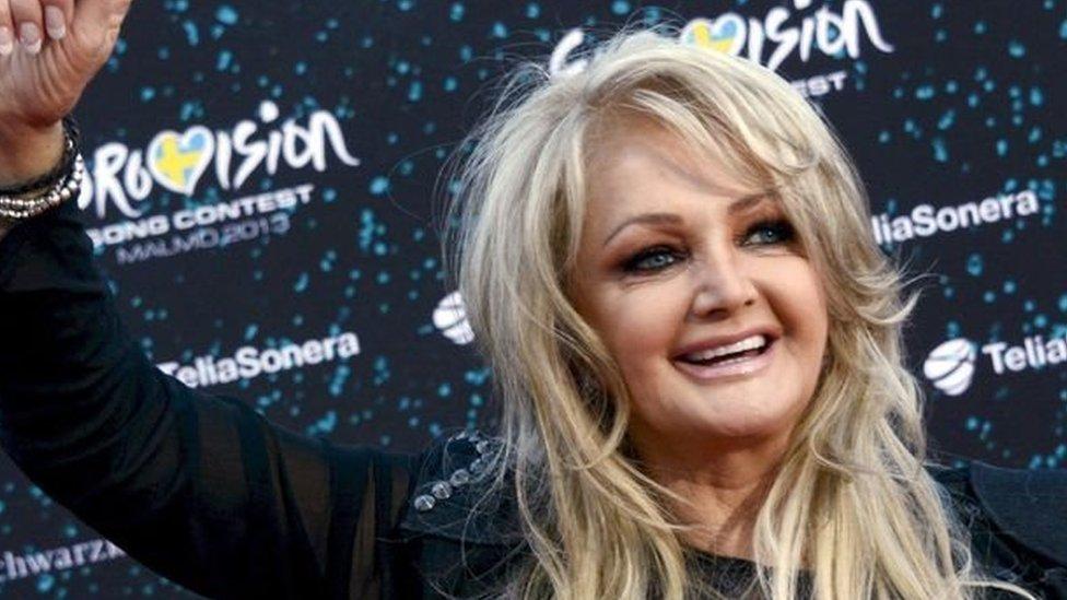 Bonnie yn gwenu'n arwrol yn Eurovision 2013