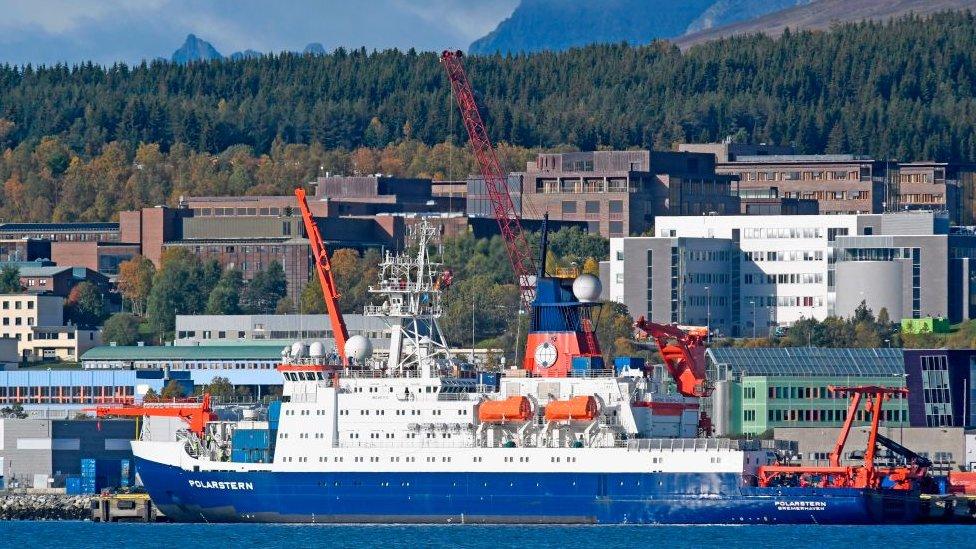 El buque de investigación alemán Polarstern en el puerto de Tromsø, Noruega.