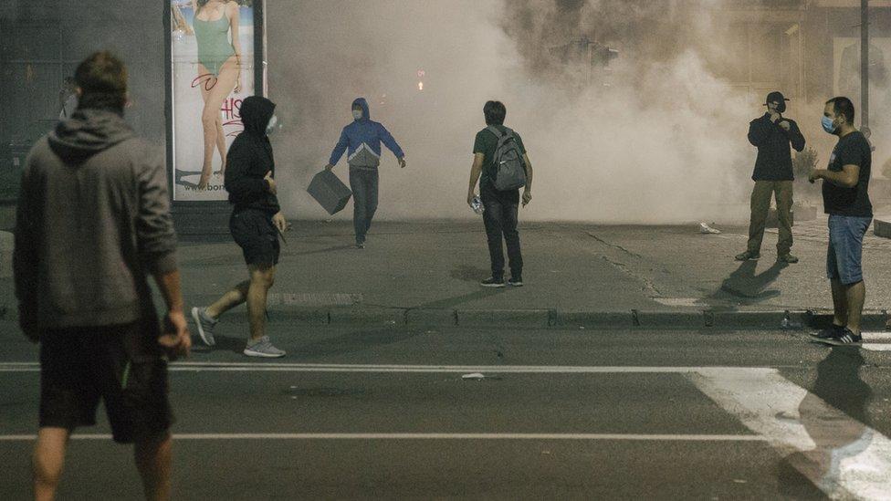 Povređenih je bilo i među demonstrantima i među policijacima