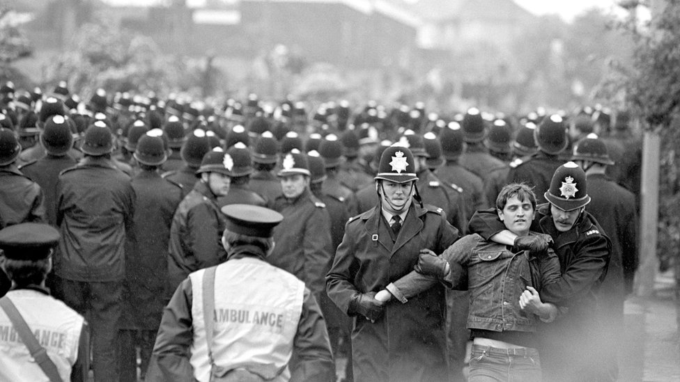 Police facing miners' pickets outside Orgreave coking plant