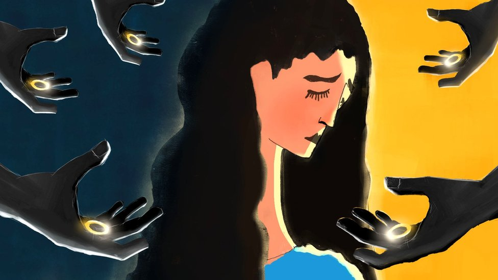 Ilustración de una mujer rodeada de manos