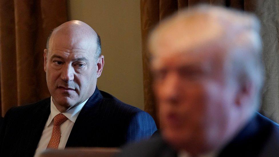 Kitaba göre eski ekonomi danışmanı Cohn Trump'ın masasından 'mektuplar çaldığını' söyledi.
