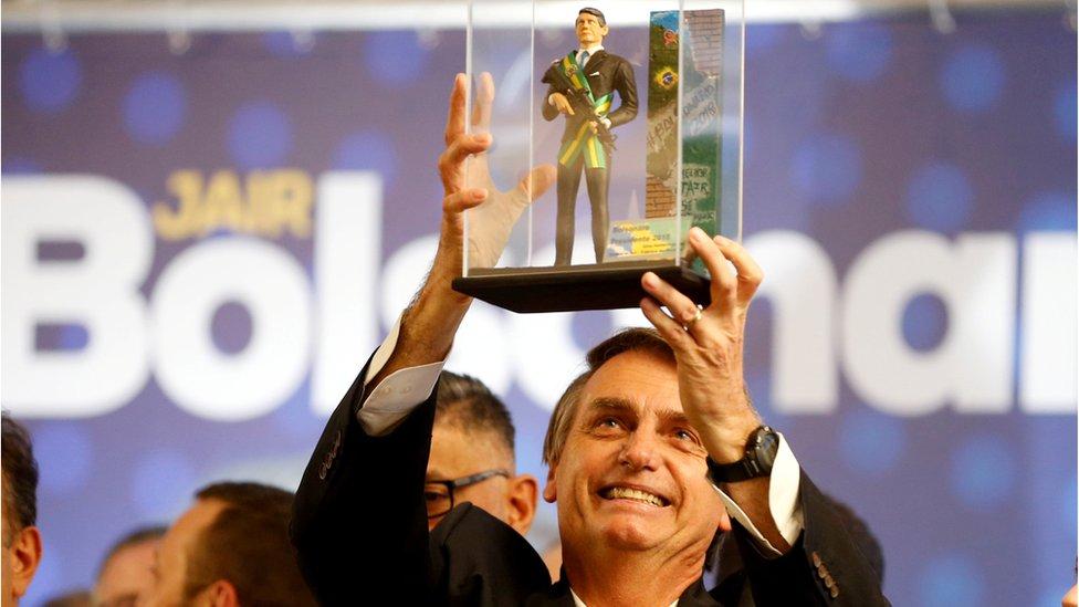 Arremeten contra candidato de Lula en su primer debate Internacional