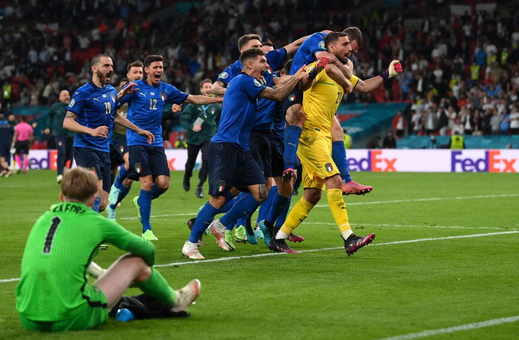 Italianos celebran el título